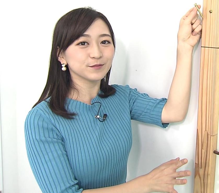 片淵茜アナ ニット巨乳。胸を張るキャプ・エロ画像6