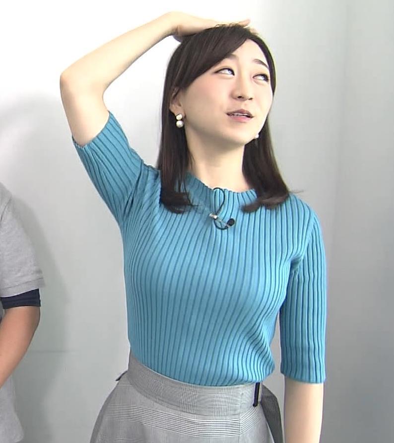 片淵茜アナ ニット巨乳。胸を張るキャプ・エロ画像9