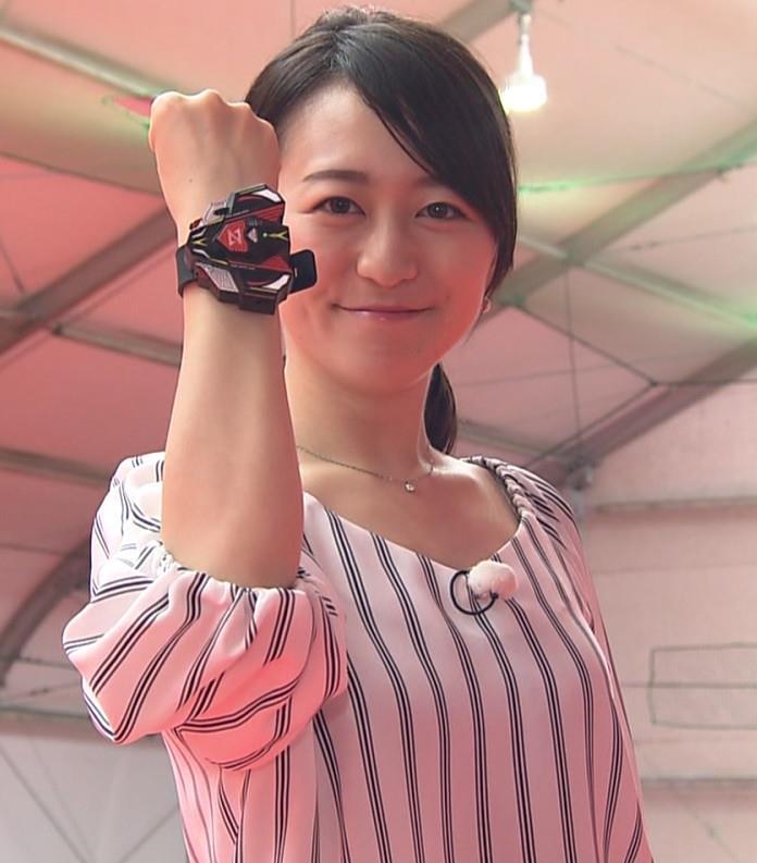 片渕茜アナ 巨乳がTシャツを着ると…キャプ・エロ画像