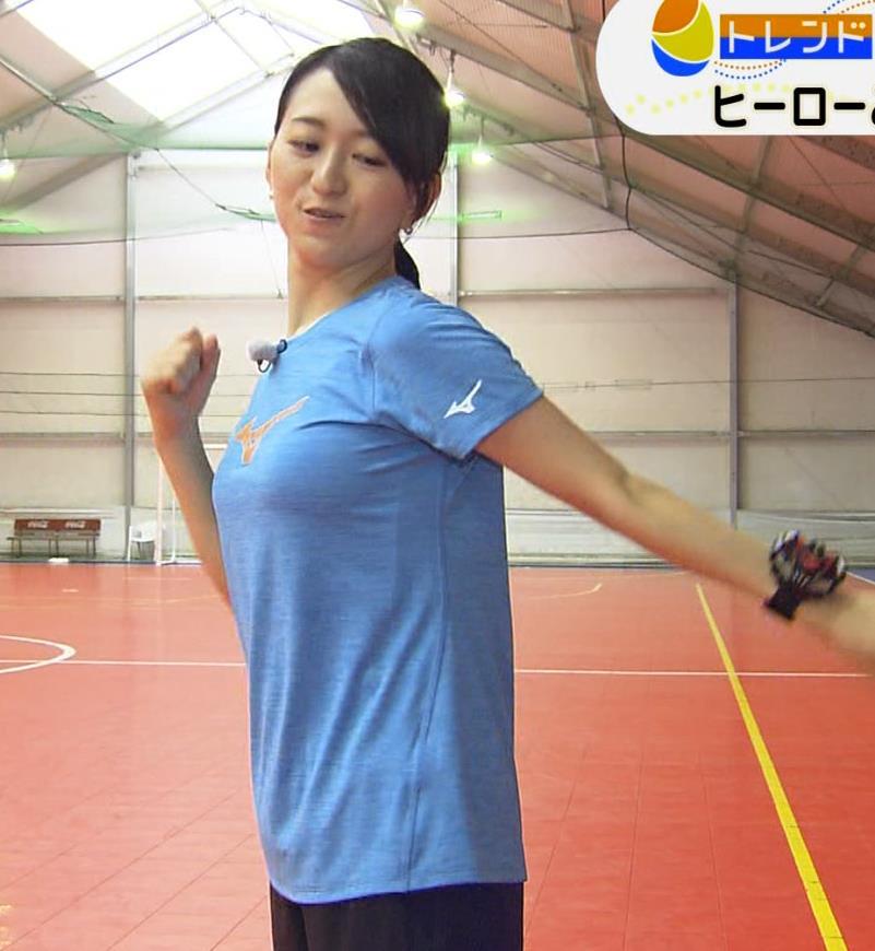 片渕茜アナ 巨乳がTシャツを着ると…キャプ・エロ画像3