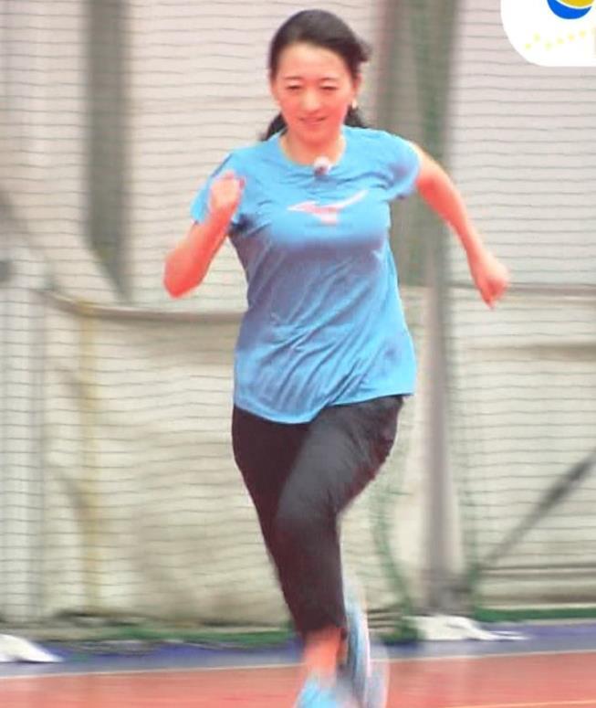 片渕茜アナ 巨乳がTシャツを着ると…キャプ・エロ画像5