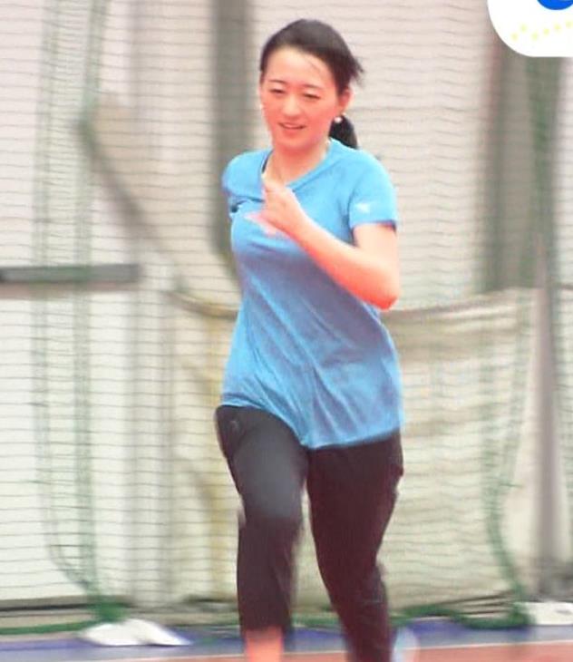 片渕茜アナ 巨乳がTシャツを着ると…キャプ・エロ画像6