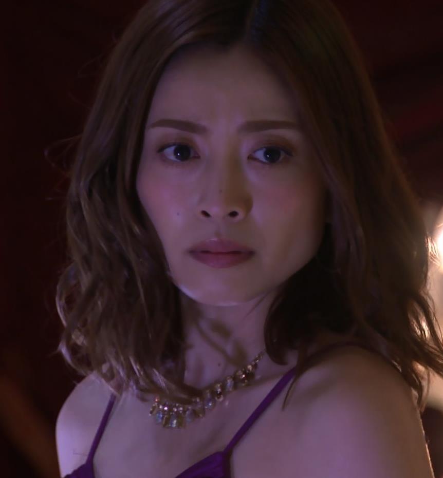 片瀬那奈 ホステス役のエロドレスキャプ・エロ画像13