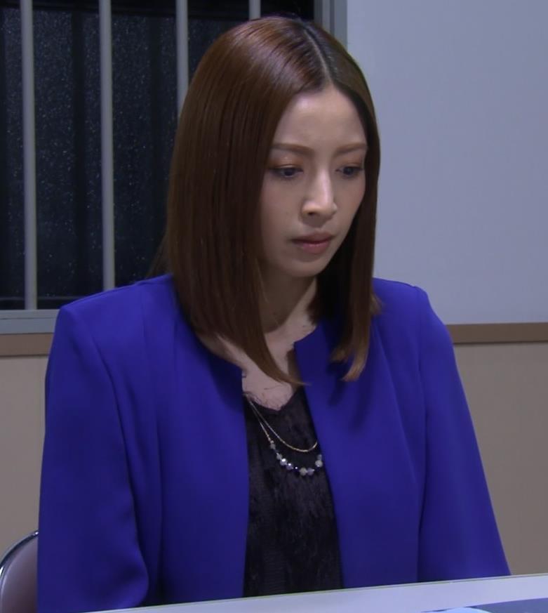 片瀬那奈 ホステス役のエロドレスキャプ・エロ画像14