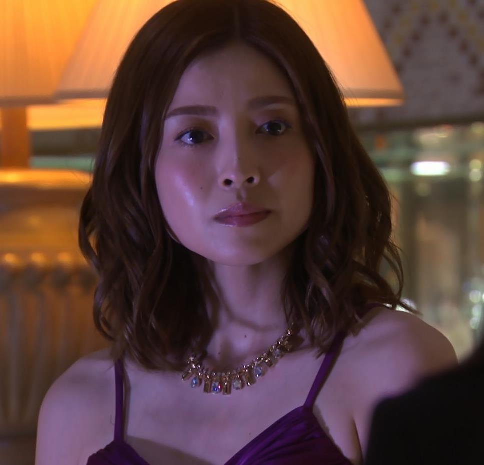 片瀬那奈 ホステス役のエロドレスキャプ・エロ画像6