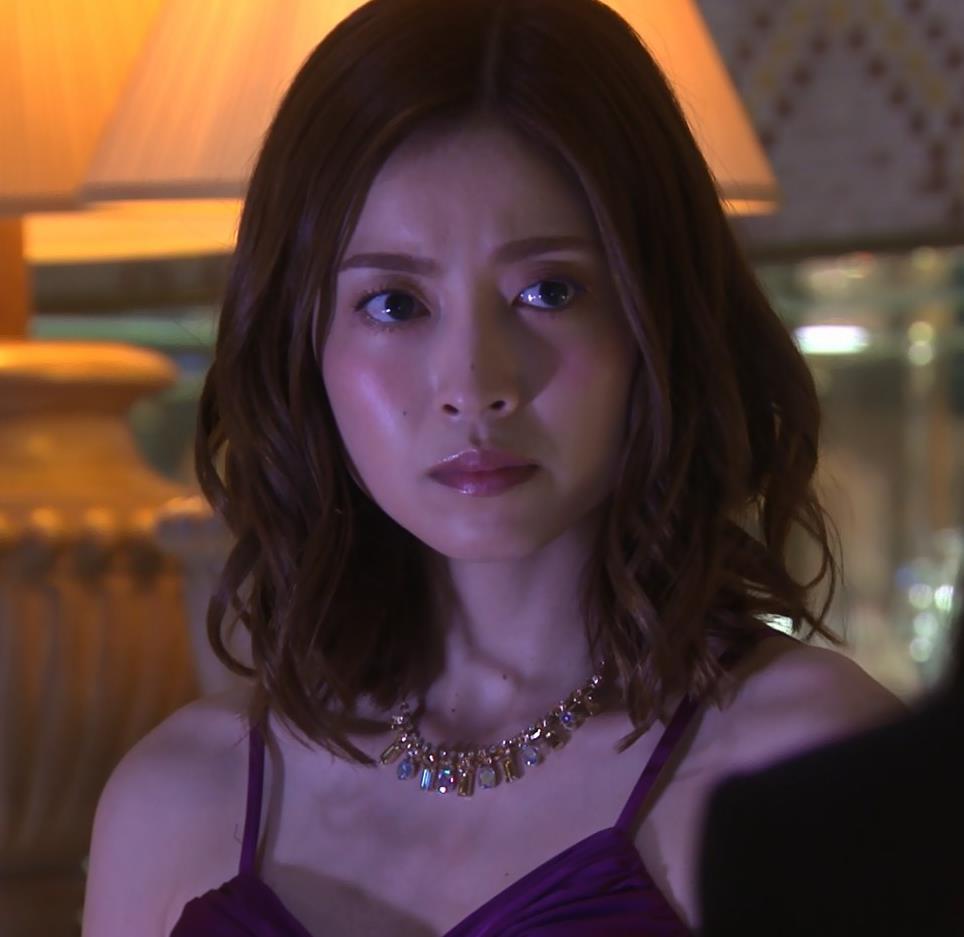 片瀬那奈 ホステス役のエロドレスキャプ・エロ画像8