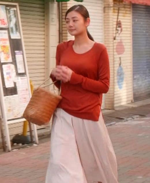 片山萌美 「居酒屋ぼったくり」ニット横乳などキャプ・エロ画像