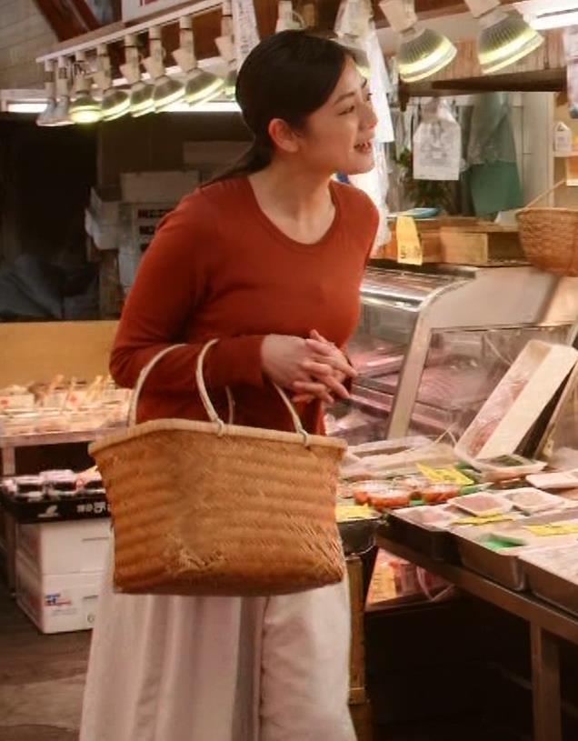 片山萌美 「居酒屋ぼったくり」ニット横乳などキャプ・エロ画像2