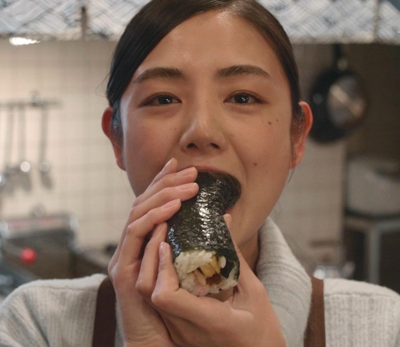 片山萌美 「居酒屋ぼったくり」ニット横乳などキャプ・エロ画像15
