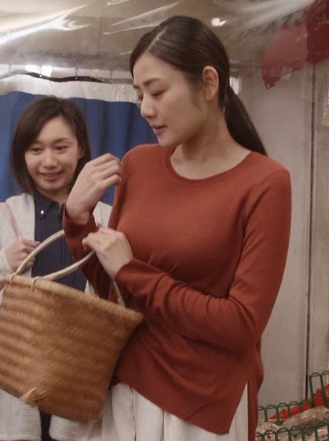 片山萌美 「居酒屋ぼったくり」ニット横乳などキャプ・エロ画像8