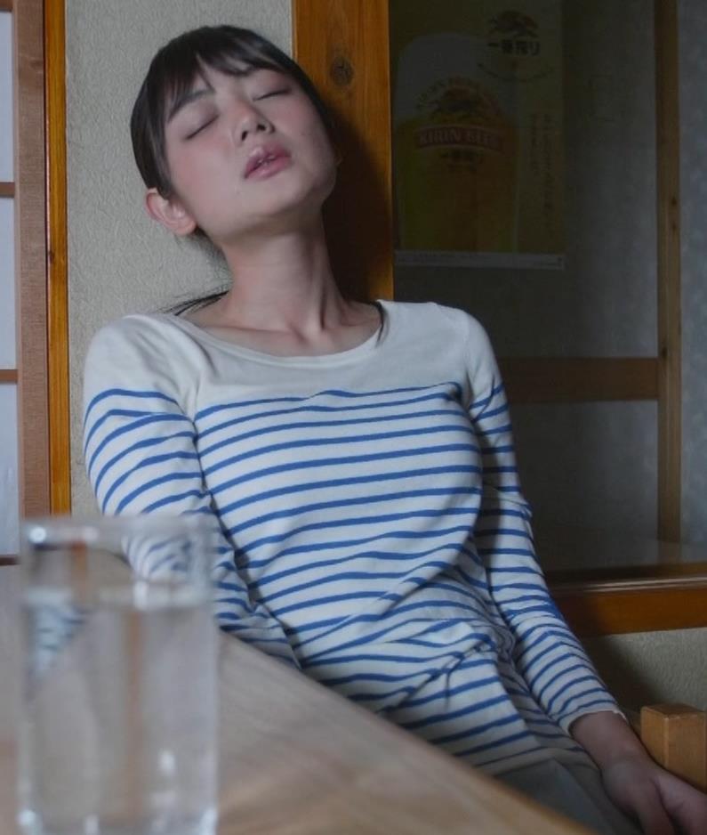 片山萌美 「居酒屋ぼったくり」ニット横乳などキャプ・エロ画像10