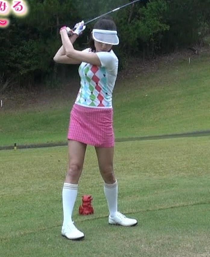 ゴルフするにはエロ過ぎるゴルフウェアキャプ・エロ画像4