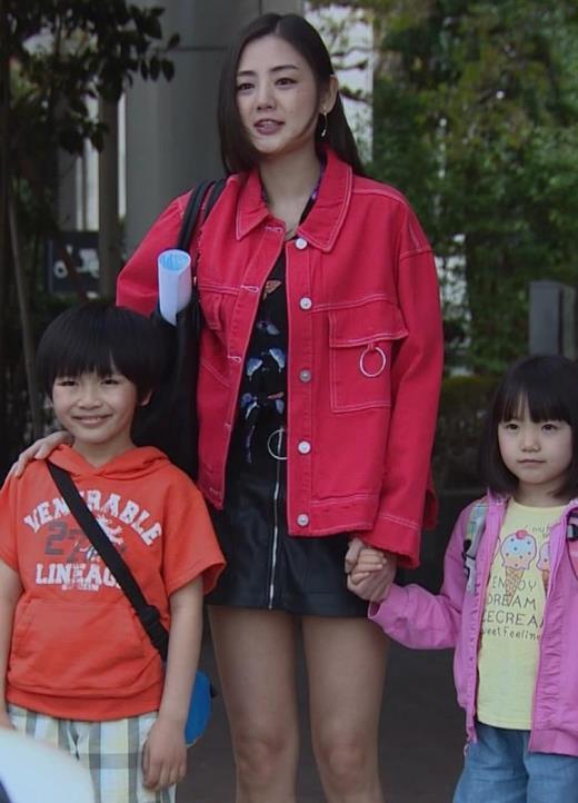 片山萌美 テレビドラマで脚露出キャプ画像(エロ・アイコラ画像)