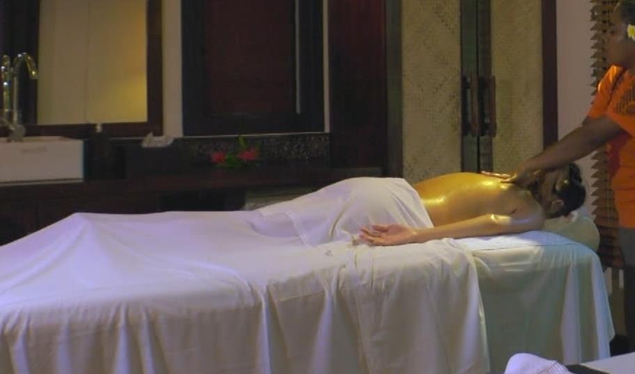 片山萌美 激エロ水着&裸でエステの横乳キャプ・エロ画像19
