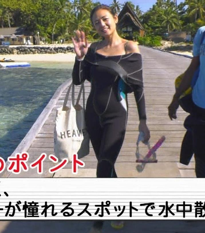 片山萌美 激エロ水着&裸でエステの横乳キャプ・エロ画像6