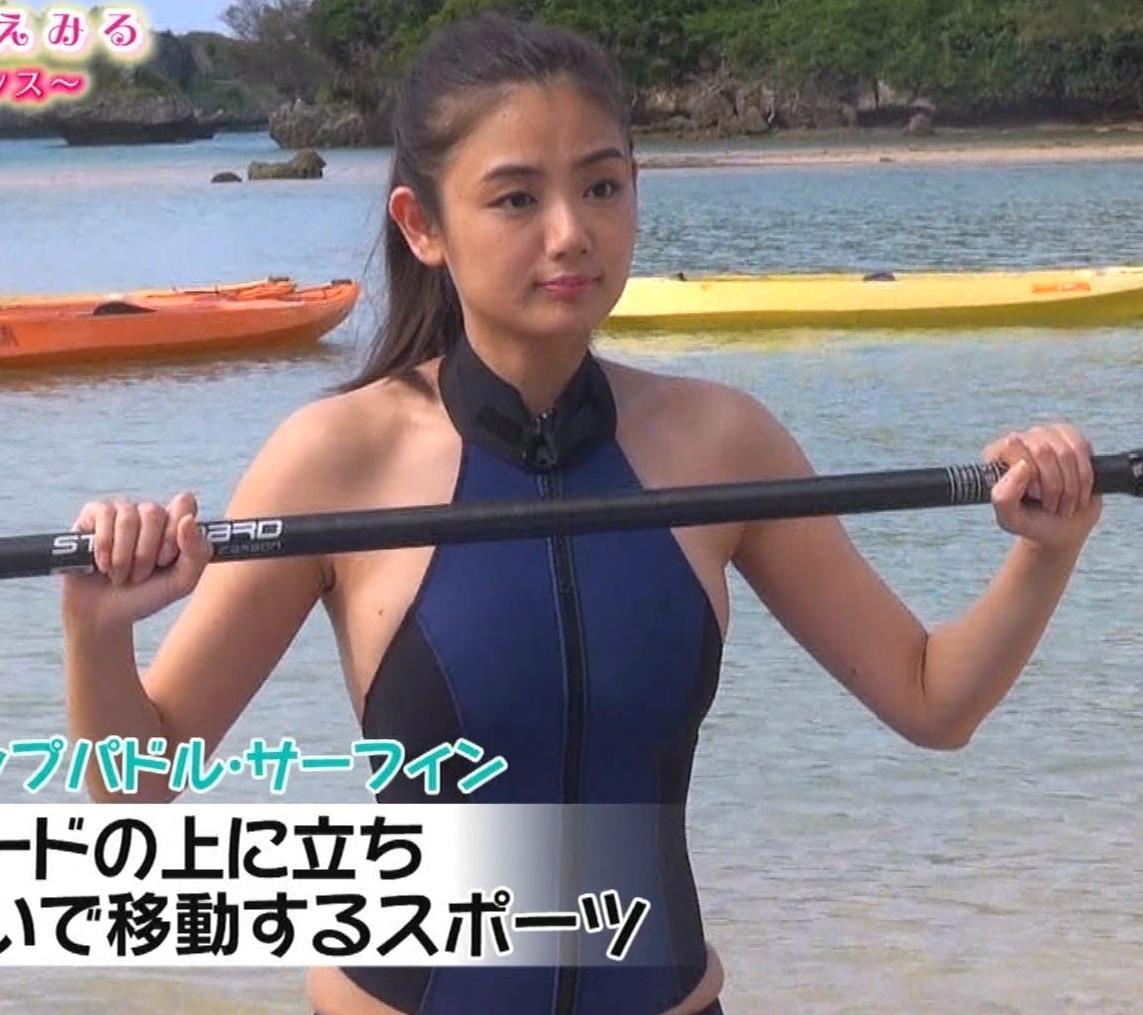 片山萌美 エロいスイムウェアでサーフィン&M字開脚キャプ・エロ画像6