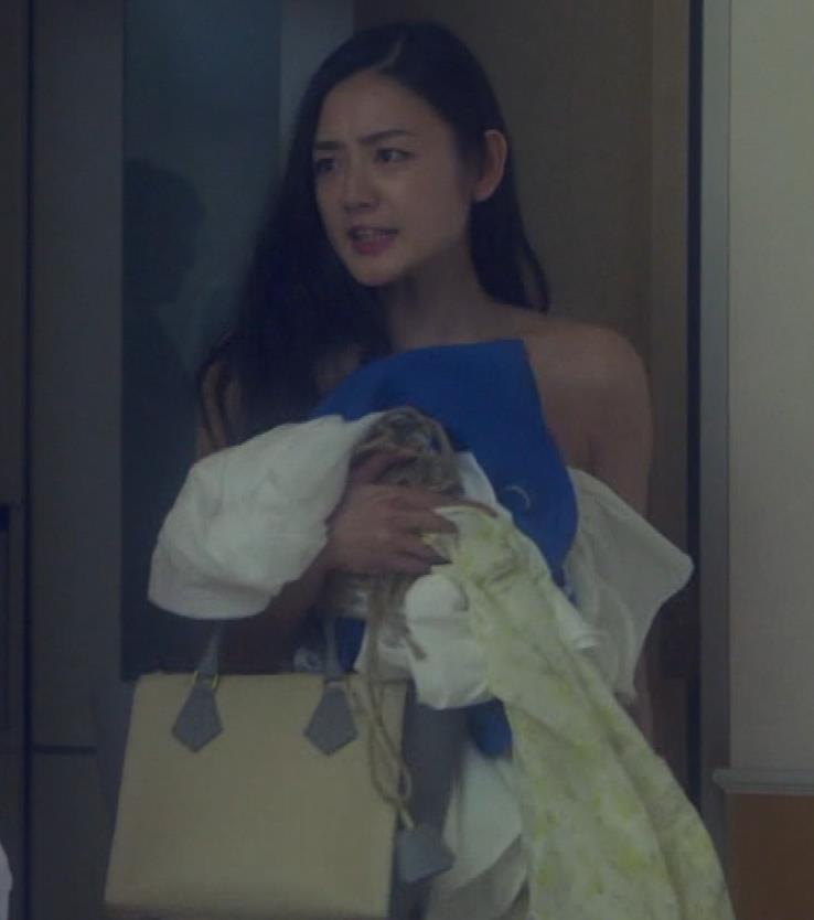 片山萌美 地上波ドラマでのエロ要員。けっこう脱いでるキャプ・エロ画像12