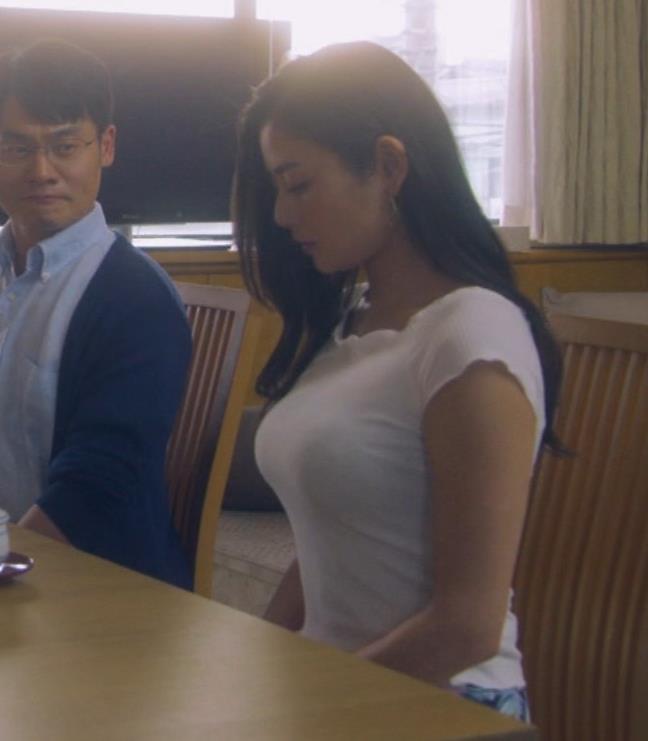 片山萌美 地上波ドラマでのエロ要員。けっこう脱いでるキャプ・エロ画像26