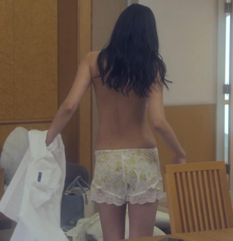 片山萌美 地上波ドラマでのエロ要員。けっこう脱いでるキャプ・エロ画像9