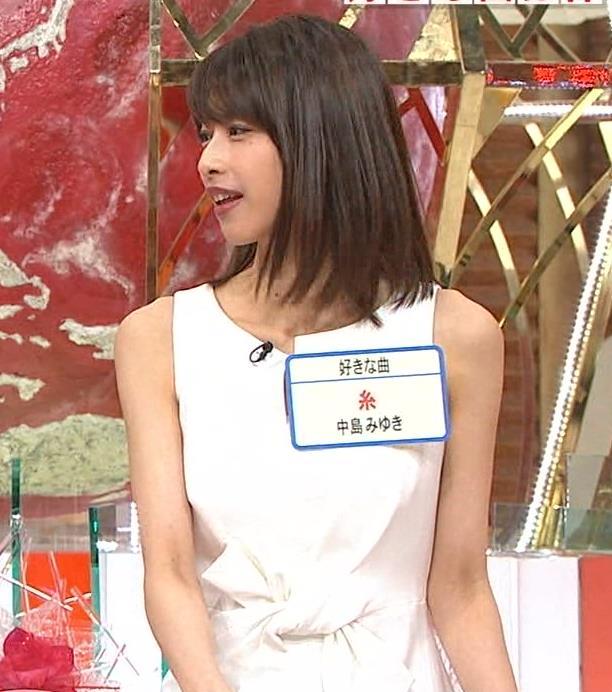 加藤綾子アナ またノースリーブのワキチラがエロいキャプ・エロ画像4