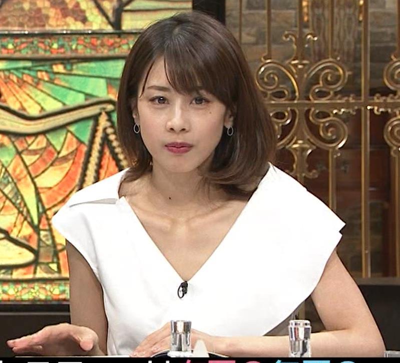加藤綾子 ブラ紐ちら!デコルテ露出!キャプ・エロ画像11
