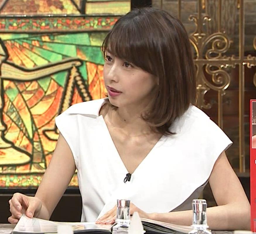 加藤綾子 ブラ紐ちら!デコルテ露出!キャプ・エロ画像3