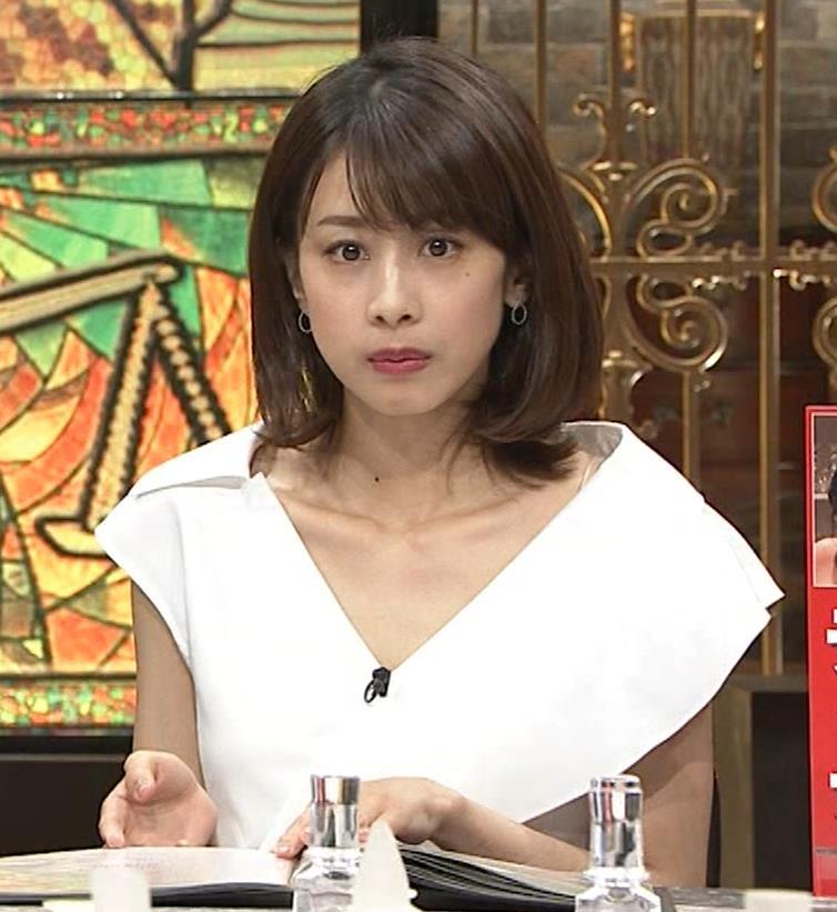 加藤綾子 ブラ紐ちら!デコルテ露出!キャプ・エロ画像5