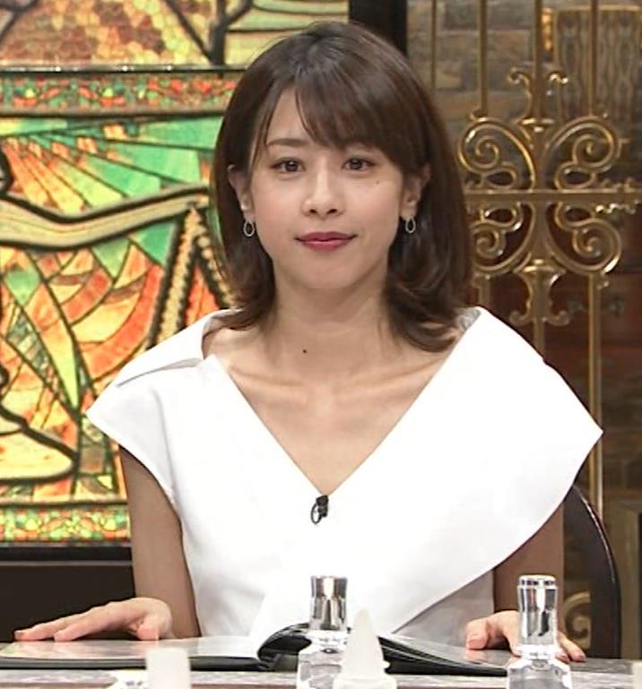 加藤綾子 ブラ紐ちら!デコルテ露出!キャプ・エロ画像7