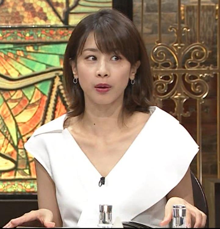 加藤綾子 ブラ紐ちら!デコルテ露出!キャプ・エロ画像9