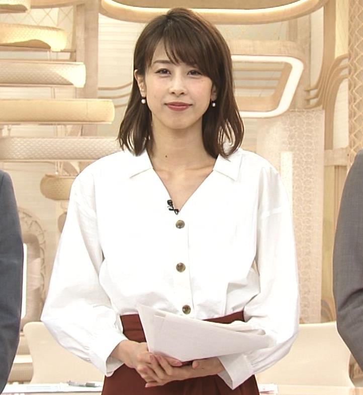 加藤綾子 お辞儀で胸元チラリキャプ・エロ画像