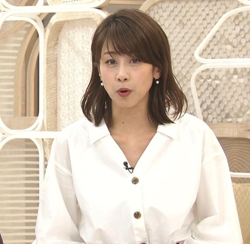 加藤綾子 お辞儀で胸元チラリキャプ・エロ画像11