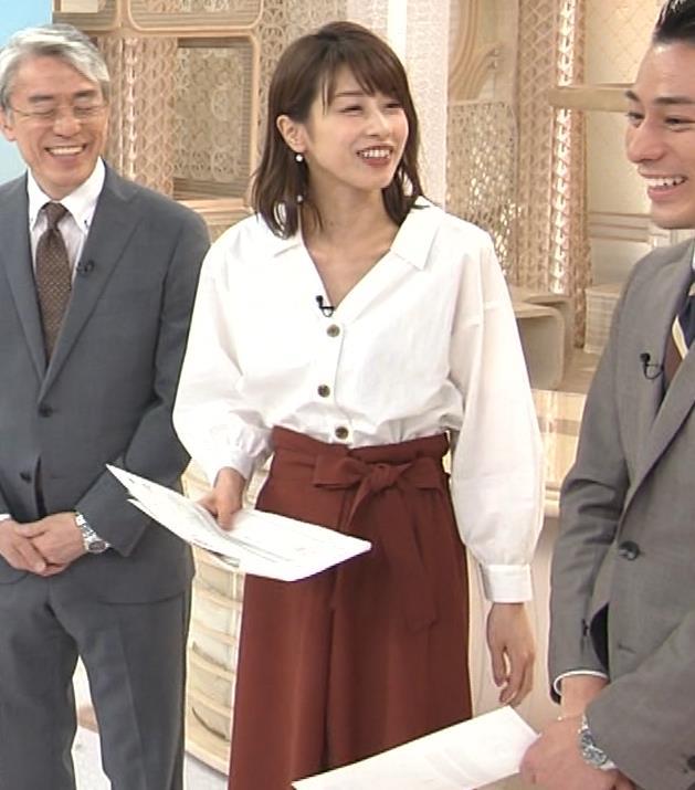 加藤綾子 お辞儀で胸元チラリキャプ・エロ画像4