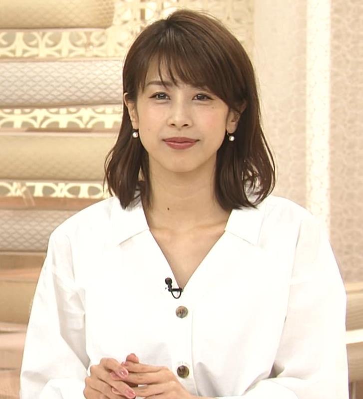 加藤綾子 お辞儀で胸元チラリキャプ・エロ画像6