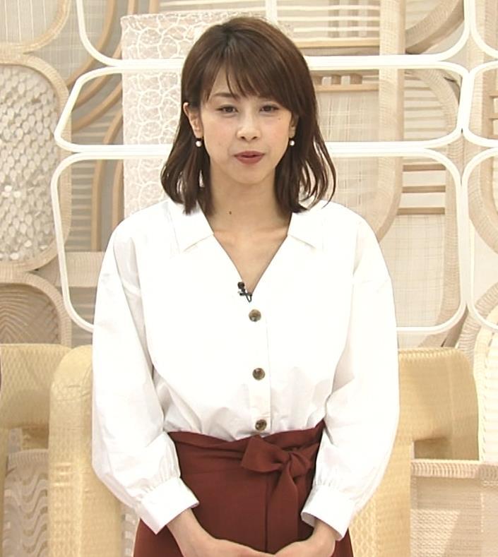加藤綾子 お辞儀で胸元チラリキャプ・エロ画像9