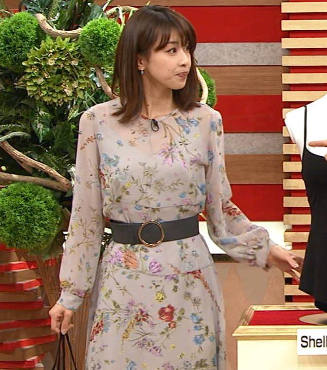 加藤綾子アナ 自らおっぱいを触るキャプ・エロ画像7
