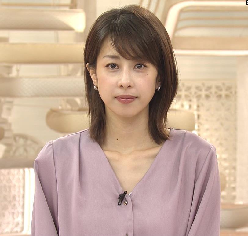 加藤綾子 胸元の服の隙間キャプ・エロ画像