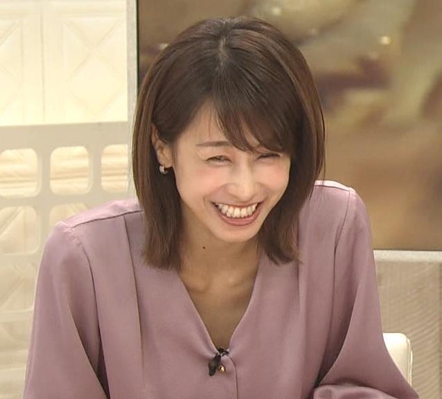 加藤綾子 胸元の服の隙間キャプ・エロ画像2