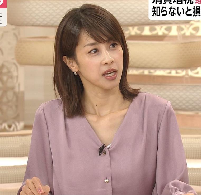 加藤綾子 胸元の服の隙間キャプ・エロ画像9