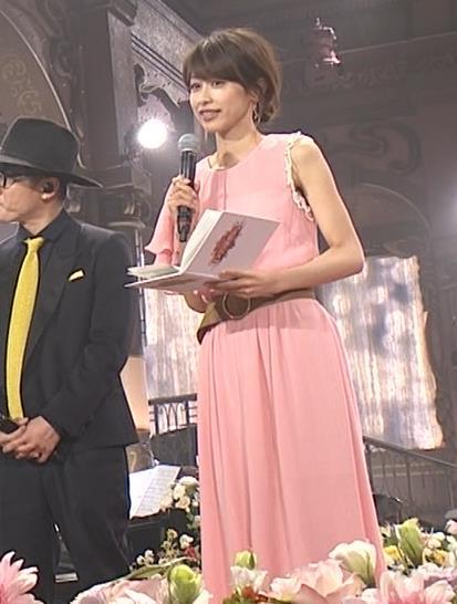 加藤綾子 片腕だけノースリーブキャプ・エロ画像