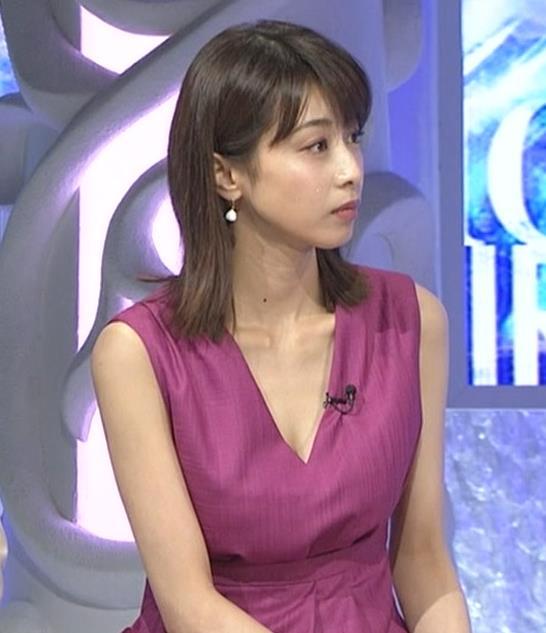 加藤綾子 胸元が大きく開いてエロいキャプ・エロ画像3