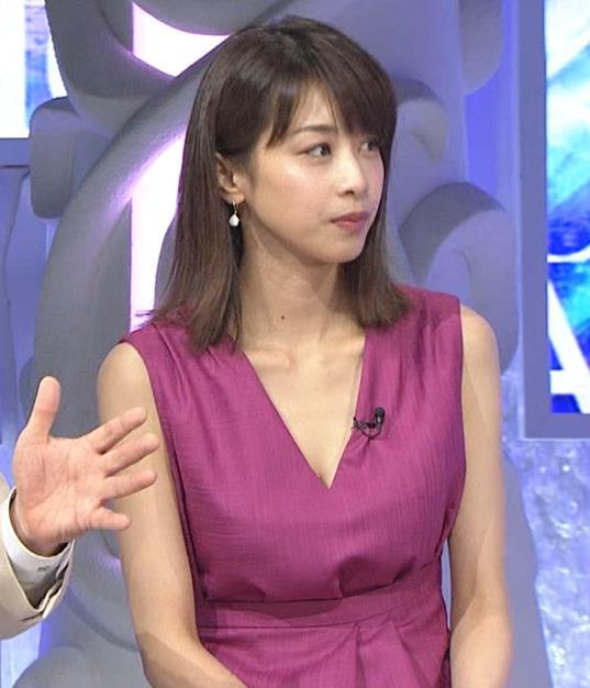 加藤綾子 胸元が大きく開いてエロいキャプ・エロ画像7