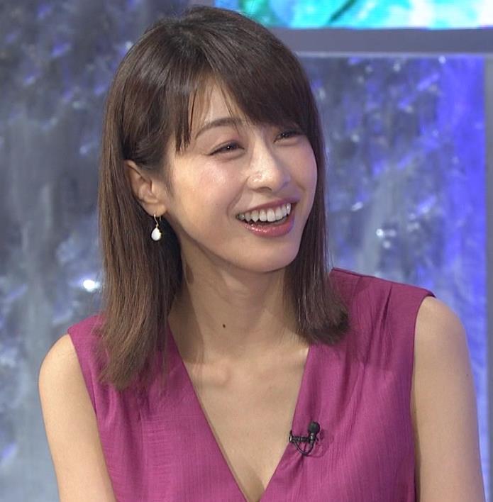 加藤綾子 胸元が大きく開いてエロいキャプ・エロ画像8