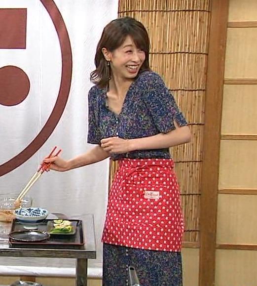 加藤綾子 気前よく胸チラ!キャプ・エロ画像10