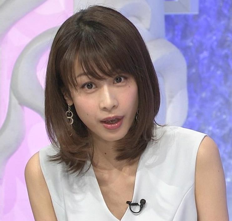 加藤綾子 Vネックで胸元がエロいノースリーブキャプ・エロ画像2