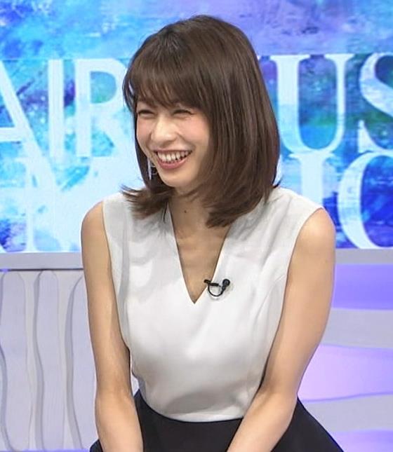 加藤綾子 Vネックで胸元がエロいノースリーブキャプ・エロ画像5