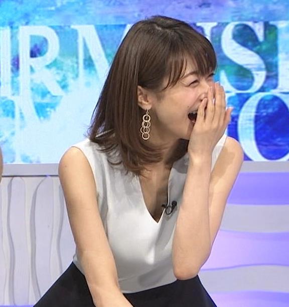 加藤綾子 Vネックで胸元がエロいノースリーブキャプ・エロ画像6
