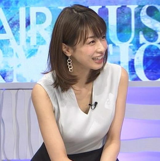 加藤綾子 Vネックで胸元がエロいノースリーブキャプ画像(エロ・アイコラ画像)