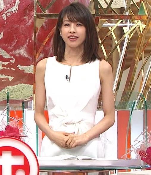 加藤綾子 久しぶりにノースリーブでワキがチラチラキャプ・エロ画像2