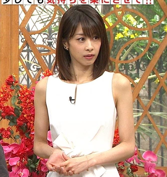 加藤綾子 久しぶりにノースリーブでワキがチラチラキャプ・エロ画像11