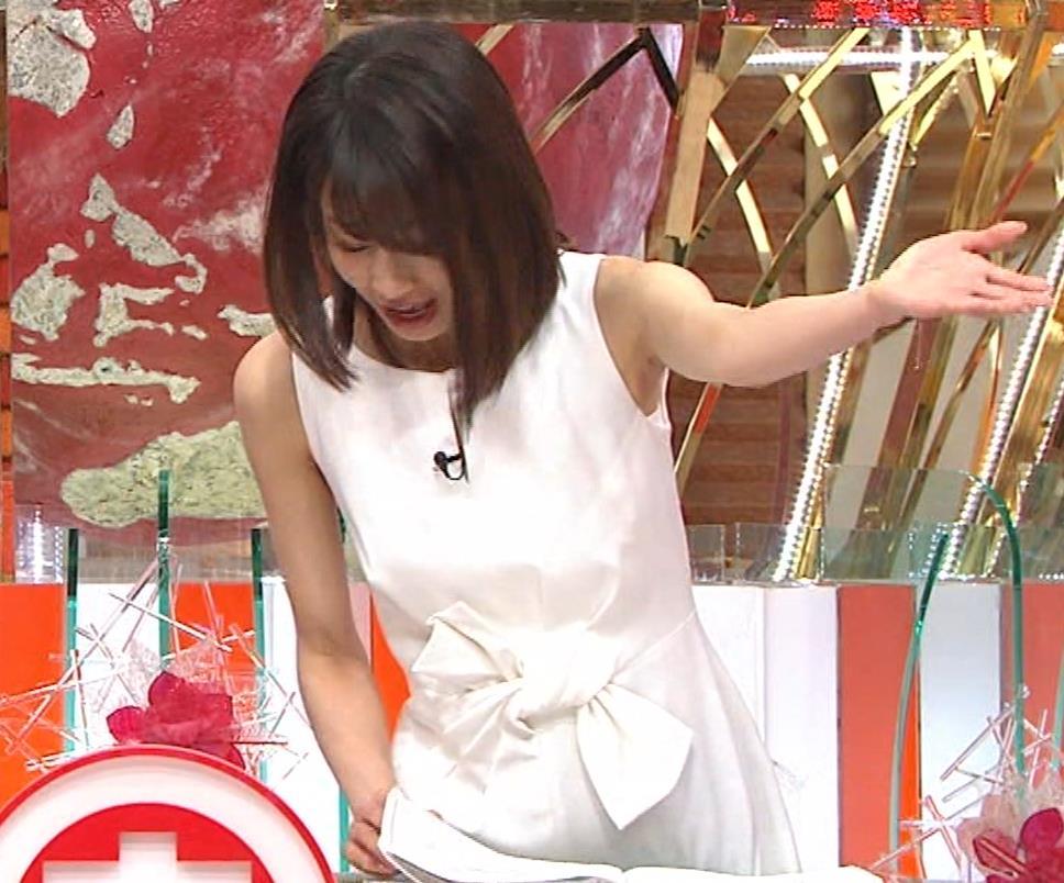加藤綾子 久しぶりにノースリーブでワキがチラチラキャプ・エロ画像15